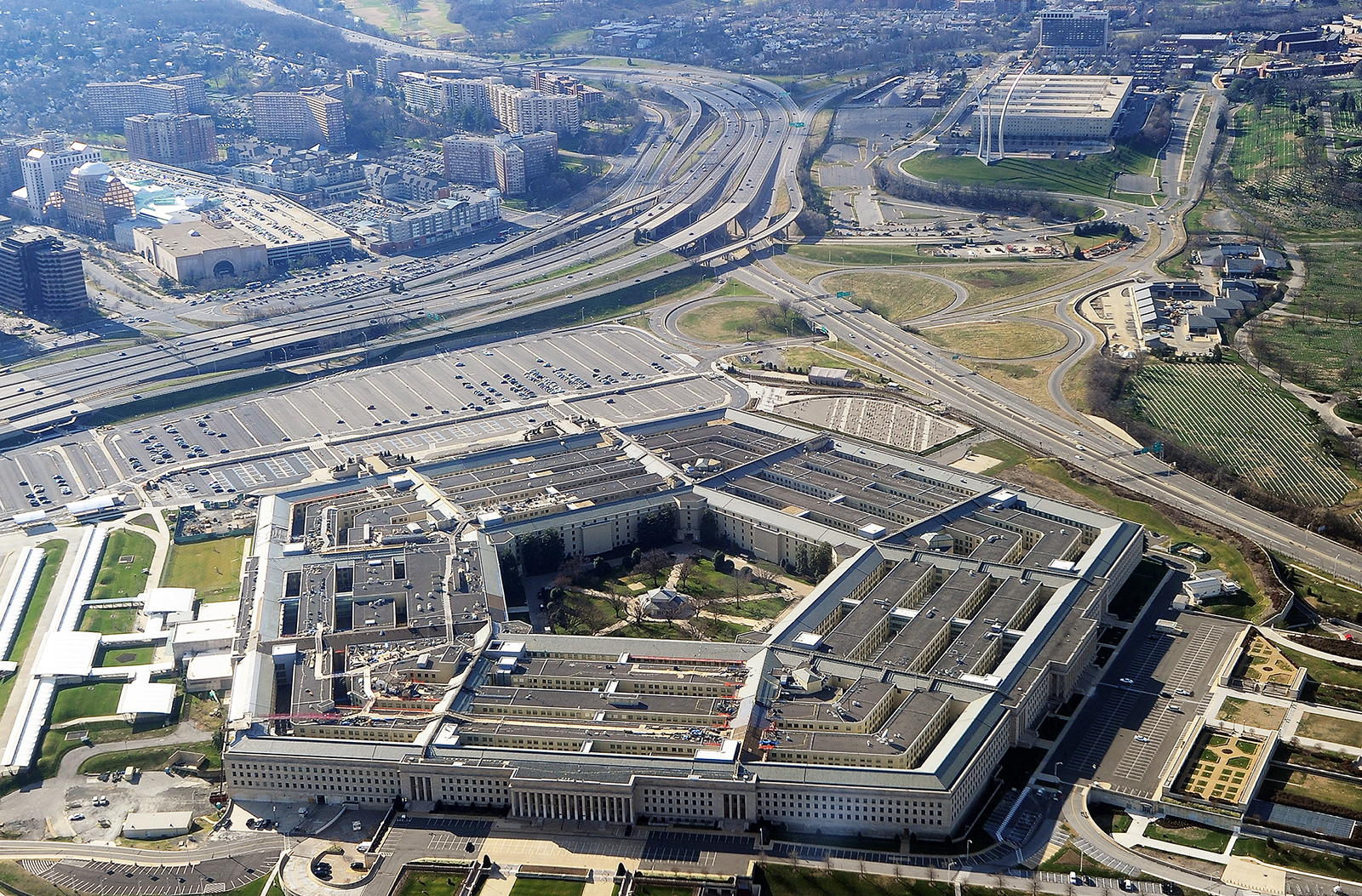 All this news from the Pentagon has people really questioning whether or not UFOS are real. So, are UFOs real, or are they just sci-fi myths?